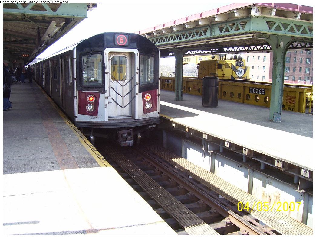 (197k, 1044x788)<br><b>Country:</b> United States<br><b>City:</b> New York<br><b>System:</b> New York City Transit<br><b>Line:</b> IRT Pelham Line<br><b>Location:</b> East 177th Street/Parkchester <br><b>Route:</b> 6<br><b>Car:</b> R-142A (Primary Order, Kawasaki, 1999-2002)  7211 <br><b>Photo by:</b> Aliandro Brathwaite<br><b>Date:</b> 4/5/2007<br><b>Viewed (this week/total):</b> 1 / 3442