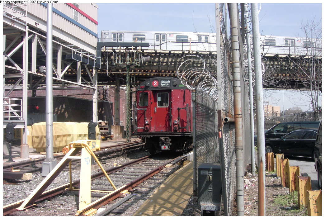 (248k, 1044x703)<br><b>Country:</b> United States<br><b>City:</b> New York<br><b>System:</b> New York City Transit<br><b>Location:</b> 239th Street Yard<br><b>Route:</b> Work Service<br><b>Car:</b> R-33 World's Fair (St. Louis, 1963-64) 9322 <br><b>Photo by:</b> Steven Cruz<br><b>Date:</b> 4/11/2007<br><b>Viewed (this week/total):</b> 0 / 4608