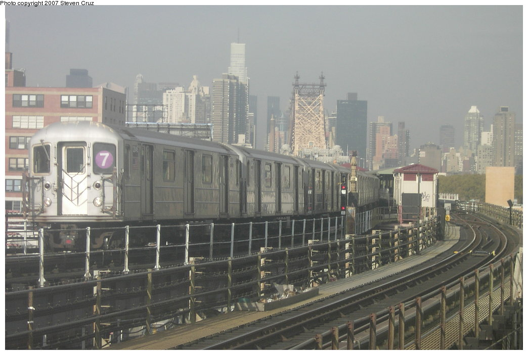 (147k, 1044x703)<br><b>Country:</b> United States<br><b>City:</b> New York<br><b>System:</b> New York City Transit<br><b>Line:</b> IRT Flushing Line<br><b>Location:</b> Queensborough Plaza <br><b>Route:</b> 7<br><b>Car:</b> R-62A (Bombardier, 1984-1987)  2045 <br><b>Photo by:</b> Steven Cruz<br><b>Date:</b> 11/7/2006<br><b>Viewed (this week/total):</b> 1 / 1995