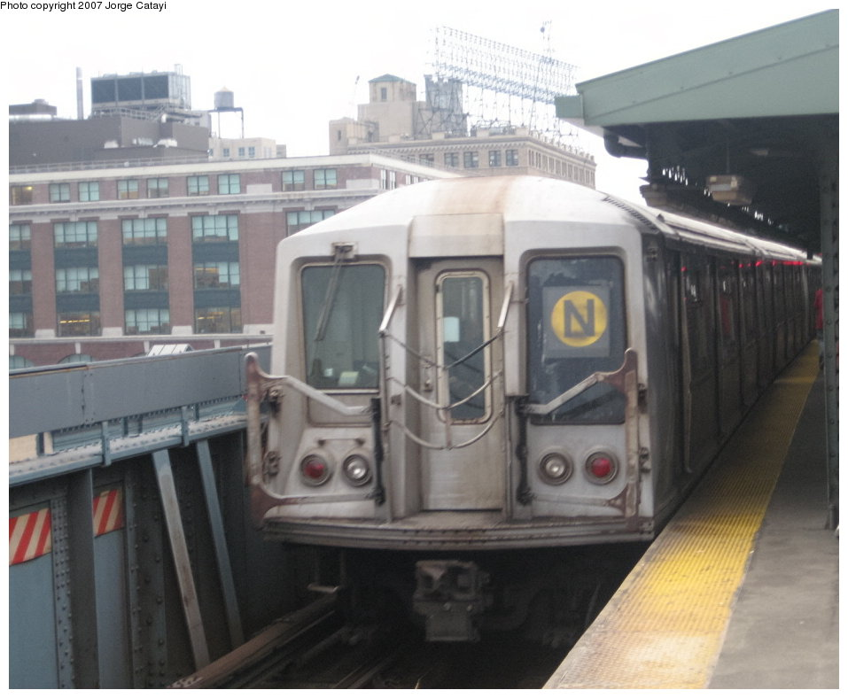 (119k, 957x788)<br><b>Country:</b> United States<br><b>City:</b> New York<br><b>System:</b> New York City Transit<br><b>Line:</b> BMT Astoria Line<br><b>Location:</b> Queensborough Plaza <br><b>Route:</b> N<br><b>Car:</b> R-40 (St. Louis, 1968)  4241 <br><b>Photo by:</b> Jorge Catayi<br><b>Date:</b> 3/14/2007<br><b>Viewed (this week/total):</b> 0 / 2034