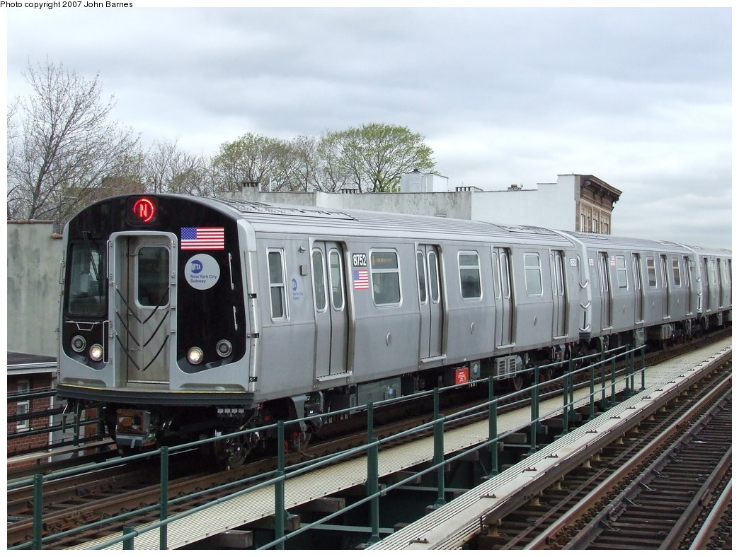(199k, 1044x788)<br><b>Country:</b> United States<br><b>City:</b> New York<br><b>System:</b> New York City Transit<br><b>Line:</b> BMT Astoria Line<br><b>Location:</b> Astoria Boulevard/Hoyt Avenue <br><b>Route:</b> N<br><b>Car:</b> R-160B (Kawasaki, 2005-2008)  8752 <br><b>Photo by:</b> John Barnes<br><b>Date:</b> 4/18/2007<br><b>Viewed (this week/total):</b> 0 / 2602