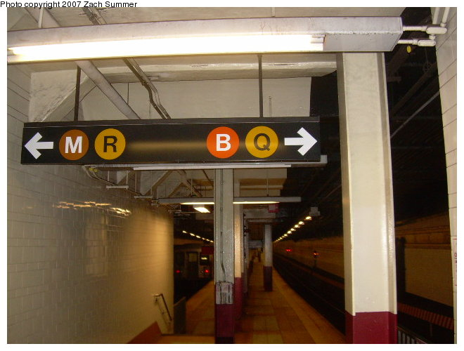 (103k, 660x500)<br><b>Country:</b> United States<br><b>City:</b> New York<br><b>System:</b> New York City Transit<br><b>Location:</b> DeKalb Avenue<br><b>Photo by:</b> Zach Summer<br><b>Date:</b> 8/13/2006<br><b>Notes:</b> Platform view.<br><b>Viewed (this week/total):</b> 1 / 2095