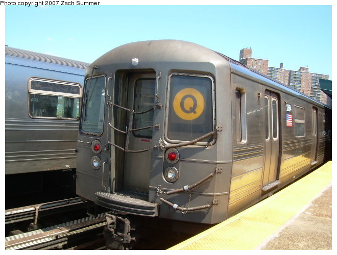 (112k, 660x500)<br><b>Country:</b> United States<br><b>City:</b> New York<br><b>System:</b> New York City Transit<br><b>Line:</b> BMT Brighton Line<br><b>Location:</b> West 8th Street <br><b>Route:</b> Q<br><b>Car:</b> R-68 (Westinghouse-Amrail, 1986-1988)  2864 <br><b>Photo by:</b> Zach Summer<br><b>Date:</b> 8/13/2006<br><b>Viewed (this week/total):</b> 0 / 1244