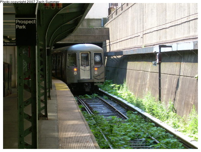 (128k, 660x500)<br><b>Country:</b> United States<br><b>City:</b> New York<br><b>System:</b> New York City Transit<br><b>Line:</b> BMT Franklin<br><b>Location:</b> Prospect Park <br><b>Route:</b> Franklin Shuttle<br><b>Car:</b> R-68 (Westinghouse-Amrail, 1986-1988)  29xx <br><b>Photo by:</b> Zach Summer<br><b>Date:</b> 8/24/2006<br><b>Viewed (this week/total):</b> 0 / 2940