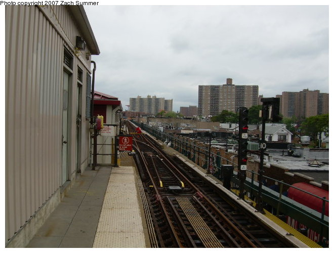 (111k, 660x500)<br><b>Country:</b> United States<br><b>City:</b> New York<br><b>System:</b> New York City Transit<br><b>Line:</b> BMT Brighton Line<br><b>Location:</b> Brighton Beach <br><b>Photo by:</b> Zach Summer<br><b>Date:</b> 8/26/2006<br><b>Notes:</b> Track rebuild project.<br><b>Viewed (this week/total):</b> 0 / 737