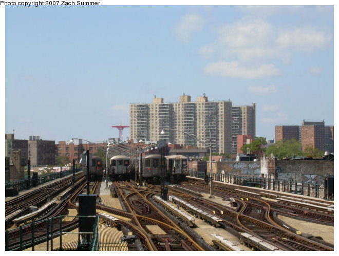 (113k, 660x500)<br><b>Country:</b> United States<br><b>City:</b> New York<br><b>System:</b> New York City Transit<br><b>Line:</b> BMT Brighton Line<br><b>Location:</b> Brighton Beach <br><b>Photo by:</b> Zach Summer<br><b>Date:</b> 9/3/2006<br><b>Notes:</b> Train layups at Brighton Beach.<br><b>Viewed (this week/total):</b> 9 / 1208