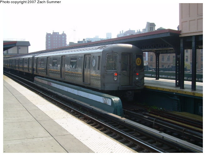 (106k, 660x500)<br><b>Country:</b> United States<br><b>City:</b> New York<br><b>System:</b> New York City Transit<br><b>Line:</b> BMT Brighton Line<br><b>Location:</b> Brighton Beach <br><b>Route:</b> Q<br><b>Car:</b> R-68 (Westinghouse-Amrail, 1986-1988)  2900 <br><b>Photo by:</b> Zach Summer<br><b>Date:</b> 9/9/2006<br><b>Viewed (this week/total):</b> 1 / 1459
