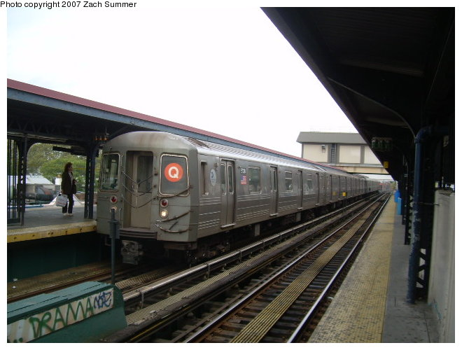 (105k, 660x500)<br><b>Country:</b> United States<br><b>City:</b> New York<br><b>System:</b> New York City Transit<br><b>Line:</b> BMT Brighton Line<br><b>Location:</b> Brighton Beach <br><b>Route:</b> Q<br><b>Car:</b> R-68A (Kawasaki, 1988-1989)  5108 <br><b>Photo by:</b> Zach Summer<br><b>Date:</b> 9/24/2006<br><b>Viewed (this week/total):</b> 3 / 1679