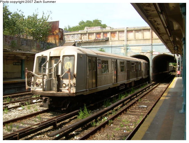 (139k, 660x500)<br><b>Country:</b> United States<br><b>City:</b> New York<br><b>System:</b> New York City Transit<br><b>Line:</b> BMT Sea Beach Line<br><b>Location:</b> 18th Avenue <br><b>Route:</b> N<br><b>Car:</b> R-40 (St. Louis, 1968)  4218 <br><b>Photo by:</b> Zach Summer<br><b>Date:</b> 8/24/2006<br><b>Notes:</b> Operating on express track.<br><b>Viewed (this week/total):</b> 1 / 1232