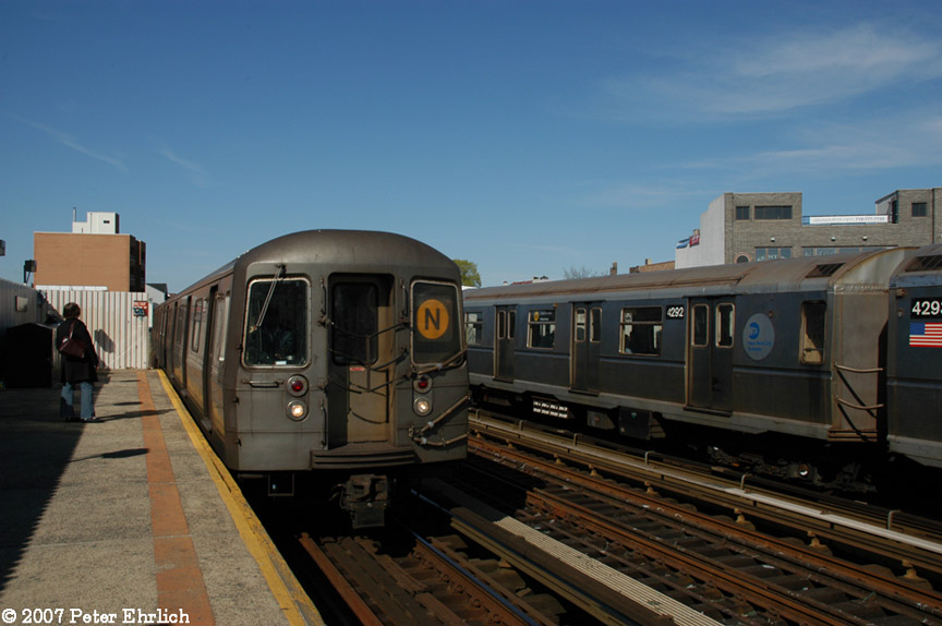 (152k, 864x574)<br><b>Country:</b> United States<br><b>City:</b> New York<br><b>System:</b> New York City Transit<br><b>Line:</b> BMT Astoria Line<br><b>Location:</b> 30th/Grand Aves. <br><b>Car:</b> R-68 (Westinghouse-Amrail, 1986-1988)  2820 <br><b>Photo by:</b> Peter Ehrlich<br><b>Date:</b> 4/20/2007<br><b>Notes:</b> 30th Avenue/Grand Station.  2820 arriving inbound. With 4292.<br><b>Viewed (this week/total):</b> 2 / 2379