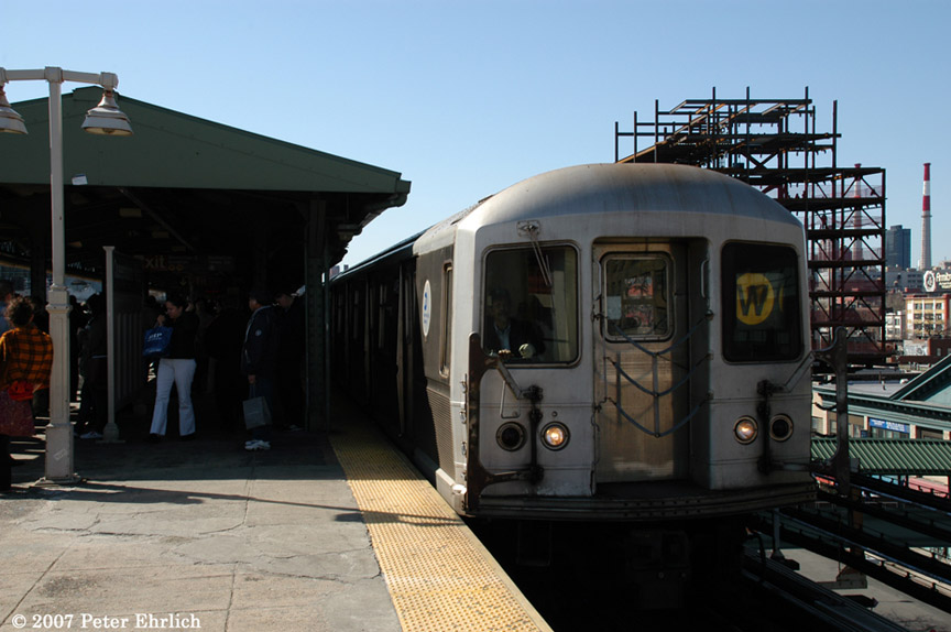 (161k, 864x574)<br><b>Country:</b> United States<br><b>City:</b> New York<br><b>System:</b> New York City Transit<br><b>Line:</b> BMT Astoria Line<br><b>Location:</b> Queensborough Plaza <br><b>Car:</b> R-40M (St. Louis, 1969)  4495 <br><b>Photo by:</b> Peter Ehrlich<br><b>Date:</b> 4/20/2007<br><b>Notes:</b> At Queensboro Plaza outbound.<br><b>Viewed (this week/total):</b> 0 / 2046