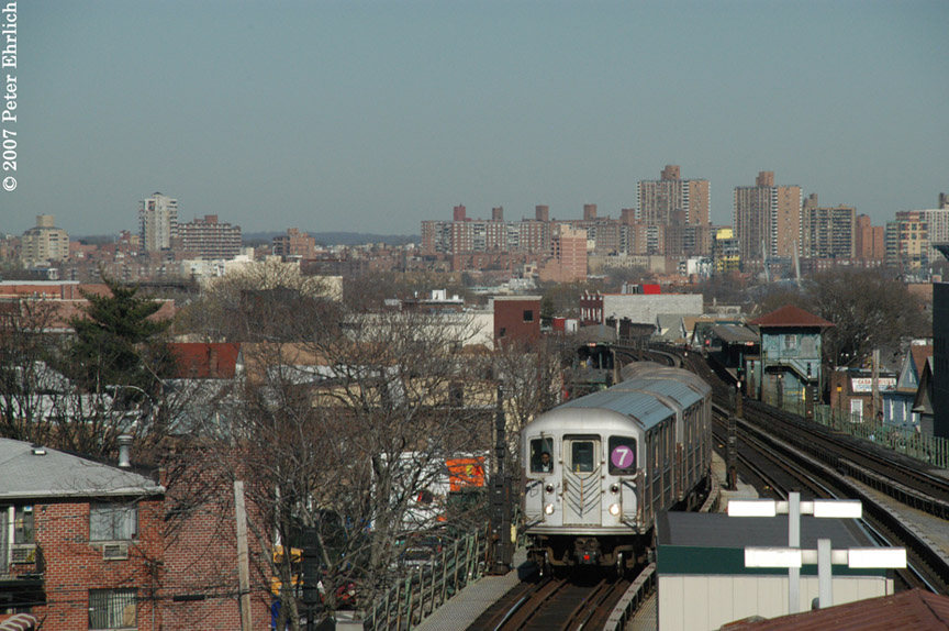 (193k, 864x574)<br><b>Country:</b> United States<br><b>City:</b> New York<br><b>System:</b> New York City Transit<br><b>Line:</b> IRT Flushing Line<br><b>Location:</b> Junction Boulevard <br><b>Car:</b> R-62A (Bombardier, 1984-1987)   <br><b>Photo by:</b> Peter Ehrlich<br><b>Date:</b> 4/20/2007<br><b>Notes:</b> Inbound trains arriving Junction Blvd. Station.<br><b>Viewed (this week/total):</b> 2 / 1427