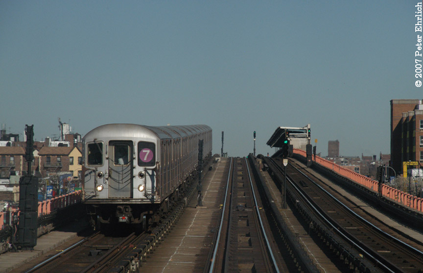 (141k, 864x557)<br><b>Country:</b> United States<br><b>City:</b> New York<br><b>System:</b> New York City Transit<br><b>Line:</b> IRT Flushing Line<br><b>Location:</b> 33rd Street/Rawson Street <br><b>Car:</b> R-62A (Bombardier, 1984-1987)   <br><b>Photo by:</b> Peter Ehrlich<br><b>Date:</b> 4/20/2007<br><b>Notes:</b> Inbound train between 40St/Lowery and 33St/Rawson.<br><b>Viewed (this week/total):</b> 4 / 1055