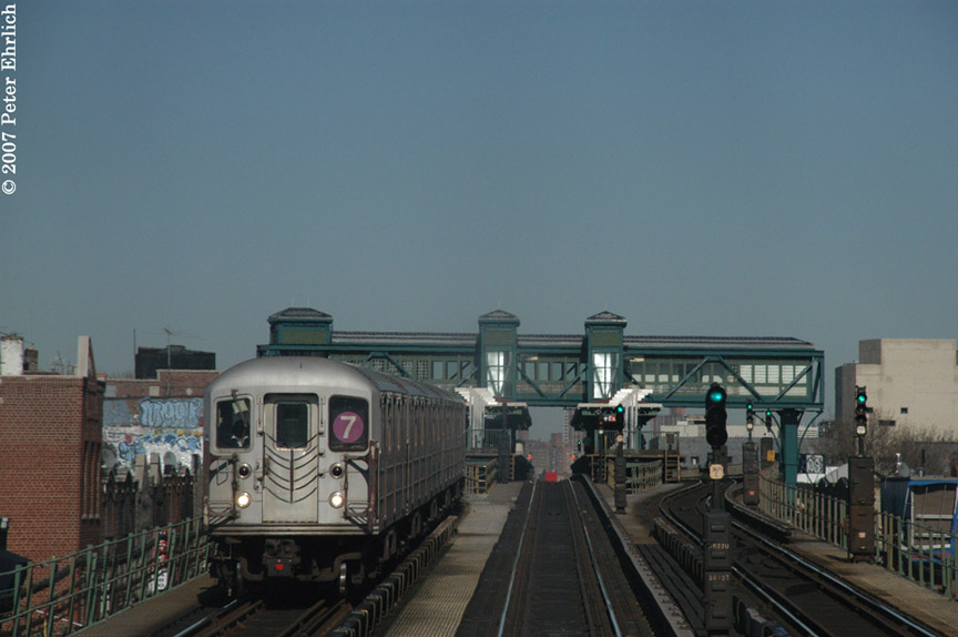 (142k, 864x574)<br><b>Country:</b> United States<br><b>City:</b> New York<br><b>System:</b> New York City Transit<br><b>Line:</b> IRT Flushing Line<br><b>Location:</b> Junction Boulevard <br><b>Car:</b> R-62A (Bombardier, 1984-1987)   <br><b>Photo by:</b> Peter Ehrlich<br><b>Date:</b> 4/20/2007<br><b>Notes:</b> Inbound train leaving Junction Blvd., trailing view.<br><b>Viewed (this week/total):</b> 2 / 1322