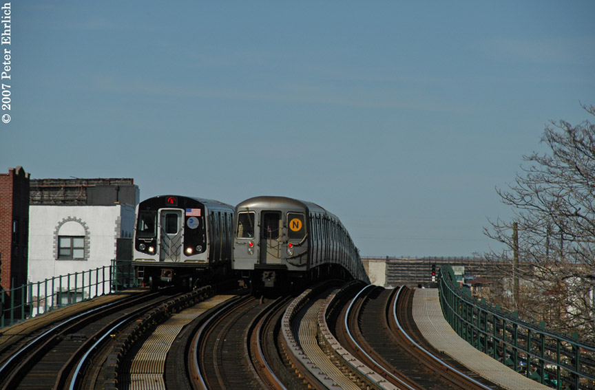 (157k, 864x567)<br><b>Country:</b> United States<br><b>City:</b> New York<br><b>System:</b> New York City Transit<br><b>Line:</b> BMT Astoria Line<br><b>Location:</b> 30th/Grand Aves. <br><b>Car:</b> R-160B (Kawasaki, 2005-2008)  8723 <br><b>Photo by:</b> Peter Ehrlich<br><b>Date:</b> 4/20/2007<br><b>Notes:</b> Inbound train passing a layup train, approaching 30th Avenue/Grand Station.<br><b>Viewed (this week/total):</b> 0 / 2579
