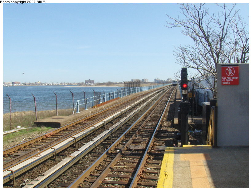 (136k, 820x622)<br><b>Country:</b> United States<br><b>City:</b> New York<br><b>System:</b> New York City Transit<br><b>Line:</b> IND Rockaway<br><b>Location:</b> Broad Channel <br><b>Photo by:</b> Bill E.<br><b>Date:</b> 4/22/2007<br><b>Viewed (this week/total):</b> 4 / 1272