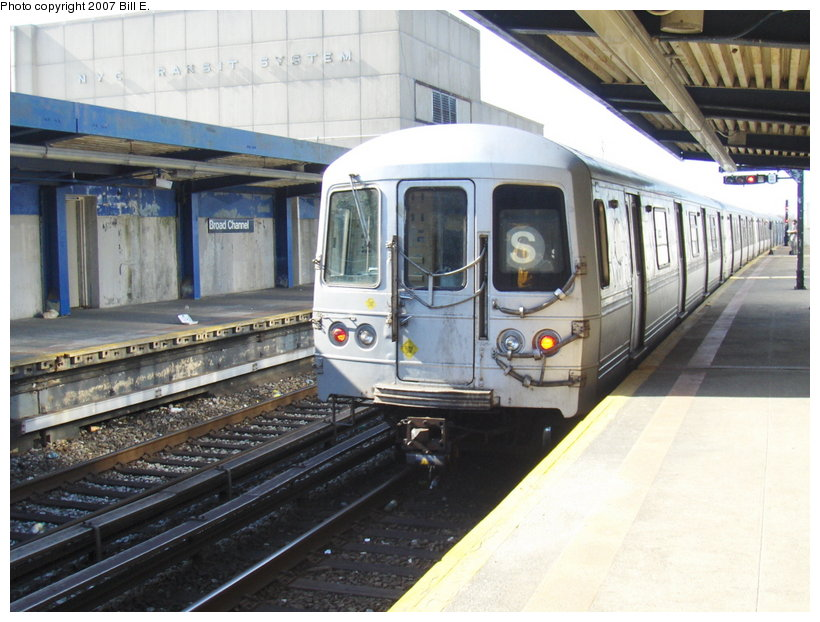 (118k, 820x622)<br><b>Country:</b> United States<br><b>City:</b> New York<br><b>System:</b> New York City Transit<br><b>Line:</b> IND Rockaway<br><b>Location:</b> Broad Channel <br><b>Route:</b> S<br><b>Car:</b> R-44 (St. Louis, 1971-73)  <br><b>Photo by:</b> Bill E.<br><b>Date:</b> 4/22/2007<br><b>Viewed (this week/total):</b> 2 / 1808