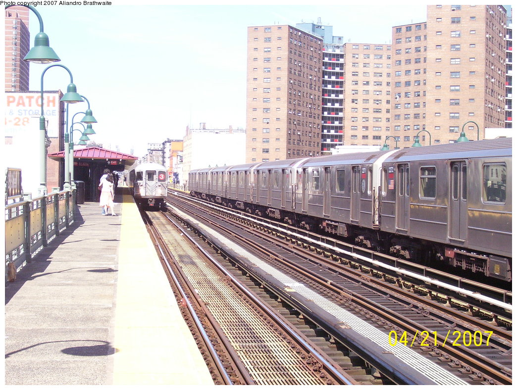 (257k, 1044x788)<br><b>Country:</b> United States<br><b>City:</b> New York<br><b>System:</b> New York City Transit<br><b>Line:</b> IRT West Side Line<br><b>Location:</b> 125th Street <br><b>Route:</b> 1<br><b>Car:</b> R-62A (Bombardier, 1984-1987)  2272 <br><b>Photo by:</b> Aliandro Brathwaite<br><b>Date:</b> 4/21/2007<br><b>Viewed (this week/total):</b> 0 / 2282