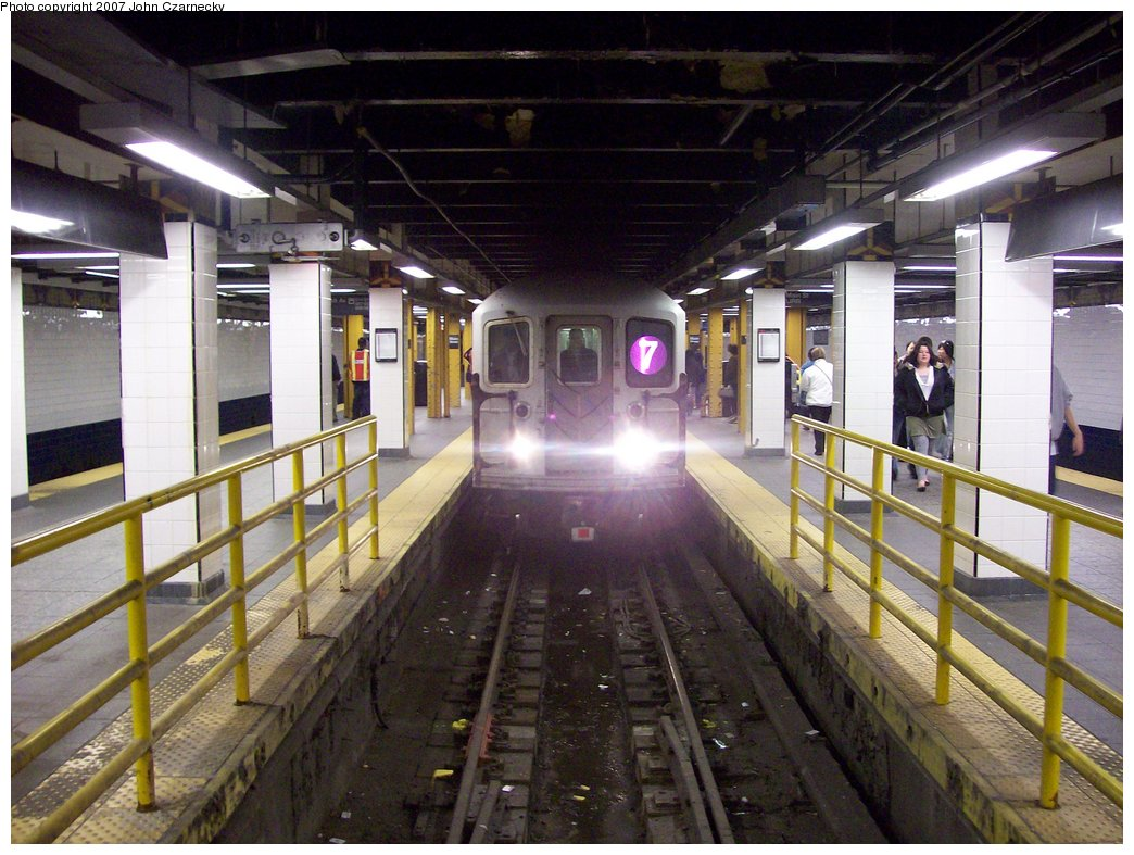 (188k, 1044x787)<br><b>Country:</b> United States<br><b>City:</b> New York<br><b>System:</b> New York City Transit<br><b>Line:</b> IRT Flushing Line<br><b>Location:</b> Main Street/Flushing <br><b>Route:</b> 7<br><b>Car:</b> R-62A (Bombardier, 1984-1987)  2095 <br><b>Photo by:</b> John Czarnecky<br><b>Date:</b> 4/2/2007<br><b>Viewed (this week/total):</b> 0 / 3953