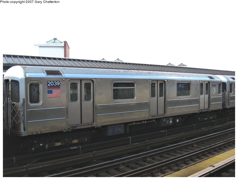 (78k, 820x620)<br><b>Country:</b> United States<br><b>City:</b> New York<br><b>System:</b> New York City Transit<br><b>Line:</b> IRT Flushing Line<br><b>Location:</b> 52nd Street/Lincoln Avenue <br><b>Route:</b> 7<br><b>Car:</b> R-62A (Bombardier, 1984-1987)  2039 <br><b>Photo by:</b> Gary Chatterton<br><b>Date:</b> 4/13/2007<br><b>Viewed (this week/total):</b> 1 / 1459