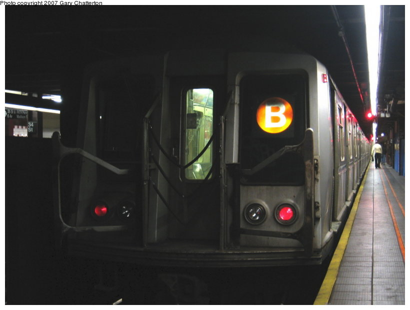 (65k, 820x620)<br><b>Country:</b> United States<br><b>City:</b> New York<br><b>System:</b> New York City Transit<br><b>Line:</b> IND 6th Avenue Line<br><b>Location:</b> 34th Street/Herald Square <br><b>Route:</b> B<br><b>Car:</b> R-40 (St. Louis, 1968)  4326 <br><b>Photo by:</b> Gary Chatterton<br><b>Date:</b> 4/13/2007<br><b>Viewed (this week/total):</b> 1 / 1892