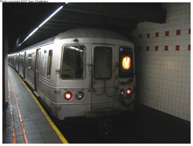 (72k, 820x620)<br><b>Country:</b> United States<br><b>City:</b> New York<br><b>System:</b> New York City Transit<br><b>Line:</b> IND 6th Avenue Line<br><b>Location:</b> 34th Street/Herald Square <br><b>Route:</b> V<br><b>Car:</b> R-46 (Pullman-Standard, 1974-75) 5998 <br><b>Photo by:</b> Gary Chatterton<br><b>Date:</b> 4/13/2007<br><b>Viewed (this week/total):</b> 1 / 2153