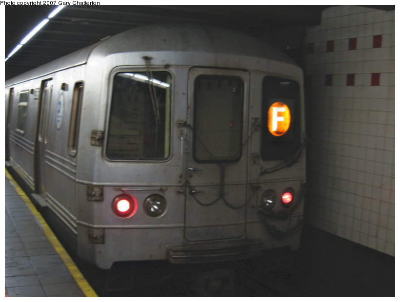 (63k, 820x620)<br><b>Country:</b> United States<br><b>City:</b> New York<br><b>System:</b> New York City Transit<br><b>Line:</b> IND 6th Avenue Line<br><b>Location:</b> 34th Street/Herald Square <br><b>Route:</b> F<br><b>Car:</b> R-46 (Pullman-Standard, 1974-75) 5796 <br><b>Photo by:</b> Gary Chatterton<br><b>Date:</b> 4/13/2007<br><b>Viewed (this week/total):</b> 2 / 2416