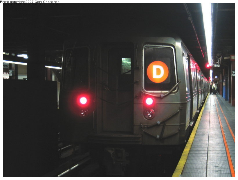 (67k, 820x620)<br><b>Country:</b> United States<br><b>City:</b> New York<br><b>System:</b> New York City Transit<br><b>Line:</b> IND 6th Avenue Line<br><b>Location:</b> 34th Street/Herald Square <br><b>Route:</b> D<br><b>Car:</b> R-68 (Westinghouse-Amrail, 1986-1988)  2650 <br><b>Photo by:</b> Gary Chatterton<br><b>Date:</b> 4/13/2007<br><b>Viewed (this week/total):</b> 3 / 2054