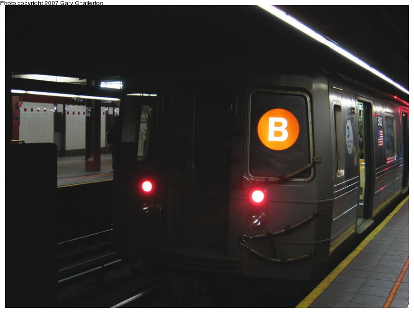 (62k, 820x620)<br><b>Country:</b> United States<br><b>City:</b> New York<br><b>System:</b> New York City Transit<br><b>Line:</b> IND 6th Avenue Line<br><b>Location:</b> 34th Street/Herald Square <br><b>Route:</b> B<br><b>Car:</b> R-68A (Kawasaki, 1988-1989)  5102 <br><b>Photo by:</b> Gary Chatterton<br><b>Date:</b> 4/13/2007<br><b>Viewed (this week/total):</b> 4 / 2465