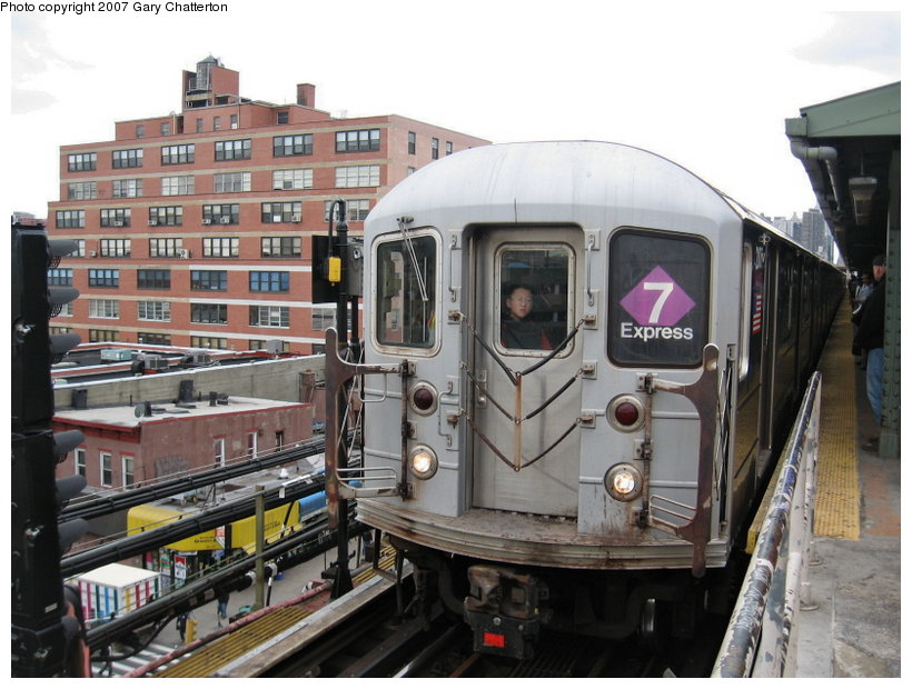(119k, 820x620)<br><b>Country:</b> United States<br><b>City:</b> New York<br><b>System:</b> New York City Transit<br><b>Line:</b> IRT Flushing Line<br><b>Location:</b> Queensborough Plaza <br><b>Route:</b> 7<br><b>Car:</b> R-62A (Bombardier, 1984-1987)  2007 <br><b>Photo by:</b> Gary Chatterton<br><b>Date:</b> 4/13/2007<br><b>Viewed (this week/total):</b> 5 / 1667