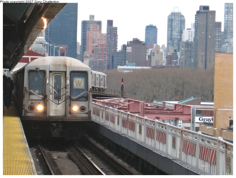 (111k, 820x620)<br><b>Country:</b> United States<br><b>City:</b> New York<br><b>System:</b> New York City Transit<br><b>Line:</b> BMT Astoria Line<br><b>Location:</b> Queensborough Plaza <br><b>Route:</b> W<br><b>Car:</b> R-40 (St. Louis, 1968)  4226 <br><b>Photo by:</b> Gary Chatterton<br><b>Date:</b> 4/13/2007<br><b>Viewed (this week/total):</b> 3 / 1874