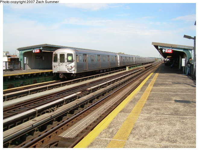 (136k, 660x500)<br><b>Country:</b> United States<br><b>City:</b> New York<br><b>System:</b> New York City Transit<br><b>Line:</b> BMT Culver Line<br><b>Location:</b> Avenue P <br><b>Route:</b> G<br><b>Car:</b> R-46 (Pullman-Standard, 1974-75)  <br><b>Photo by:</b> Zach Summer<br><b>Date:</b> 9/30/2006<br><b>Viewed (this week/total):</b> 2 / 1724
