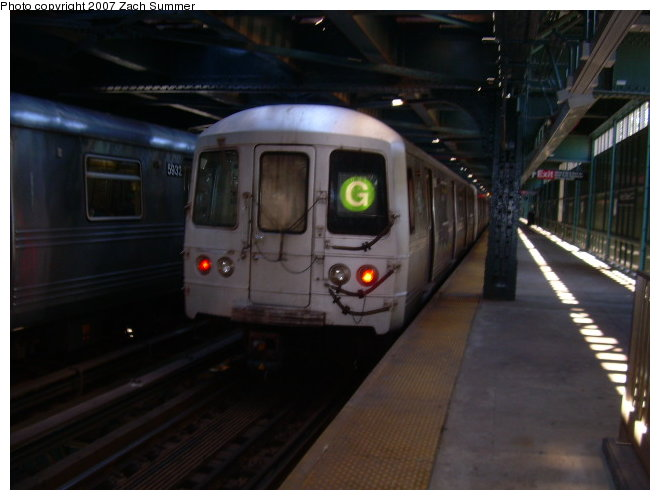 (93k, 660x500)<br><b>Country:</b> United States<br><b>City:</b> New York<br><b>System:</b> New York City Transit<br><b>Line:</b> BMT Culver Line<br><b>Location:</b> West 8th Street <br><b>Route:</b> G<br><b>Car:</b> R-46 (Pullman-Standard, 1974-75)  <br><b>Photo by:</b> Zach Summer<br><b>Date:</b> 9/30/2006<br><b>Viewed (this week/total):</b> 1 / 1552