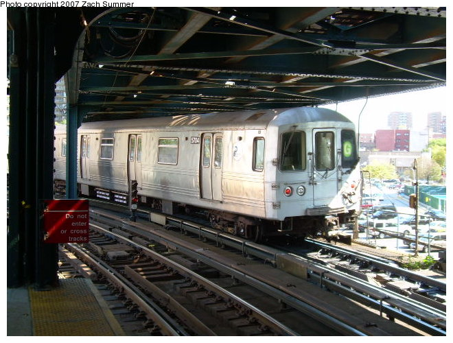 (133k, 660x500)<br><b>Country:</b> United States<br><b>City:</b> New York<br><b>System:</b> New York City Transit<br><b>Line:</b> BMT Culver Line<br><b>Location:</b> West 8th Street <br><b>Route:</b> G<br><b>Car:</b> R-46 (Pullman-Standard, 1974-75)  <br><b>Photo by:</b> Zach Summer<br><b>Date:</b> 9/30/2006<br><b>Viewed (this week/total):</b> 1 / 2162