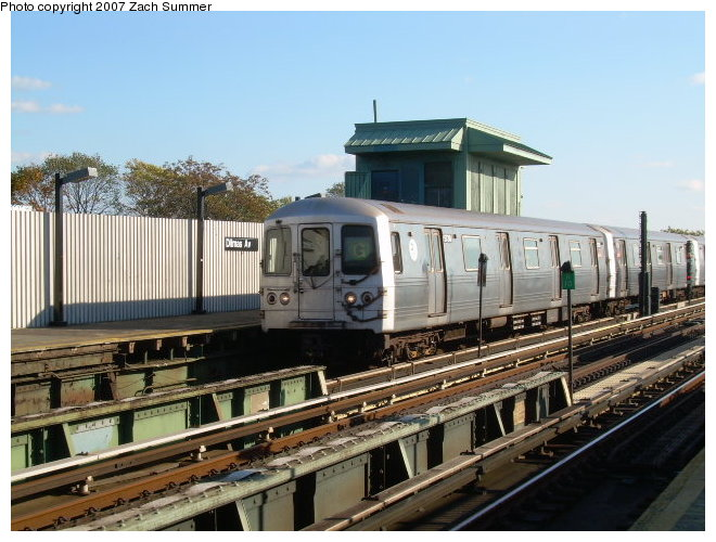 (123k, 660x500)<br><b>Country:</b> United States<br><b>City:</b> New York<br><b>System:</b> New York City Transit<br><b>Line:</b> BMT Culver Line<br><b>Location:</b> Ditmas Avenue <br><b>Route:</b> G<br><b>Car:</b> R-46 (Pullman-Standard, 1974-75)  <br><b>Photo by:</b> Zach Summer<br><b>Date:</b> 10/21/2006<br><b>Viewed (this week/total):</b> 2 / 1673