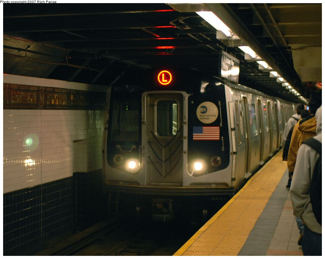 (128k, 1044x832)<br><b>Country:</b> United States<br><b>City:</b> New York<br><b>System:</b> New York City Transit<br><b>Line:</b> BMT Canarsie Line<br><b>Location:</b> Myrtle Avenue <br><b>Route:</b> L<br><b>Car:</b> R-143 (Kawasaki, 2001-2002)  <br><b>Photo by:</b> Richard Panse<br><b>Date:</b> 4/20/2007<br><b>Viewed (this week/total):</b> 2 / 1794