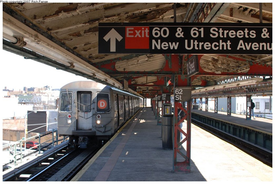 (174k, 1044x700)<br><b>Country:</b> United States<br><b>City:</b> New York<br><b>System:</b> New York City Transit<br><b>Line:</b> BMT West End Line<br><b>Location:</b> 62nd Street <br><b>Route:</b> D<br><b>Car:</b> R-68/R-68A Series (Number Unknown)  <br><b>Photo by:</b> Richard Panse<br><b>Date:</b> 4/20/2007<br><b>Viewed (this week/total):</b> 3 / 1733