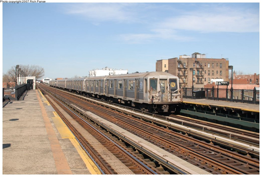 (188k, 1044x706)<br><b>Country:</b> United States<br><b>City:</b> New York<br><b>System:</b> New York City Transit<br><b>Line:</b> BMT Astoria Line<br><b>Location:</b> 36th/Washington Aves. <br><b>Route:</b> N<br><b>Car:</b> R-40 (St. Louis, 1968)   <br><b>Photo by:</b> Richard Panse<br><b>Date:</b> 4/20/2007<br><b>Viewed (this week/total):</b> 2 / 1305