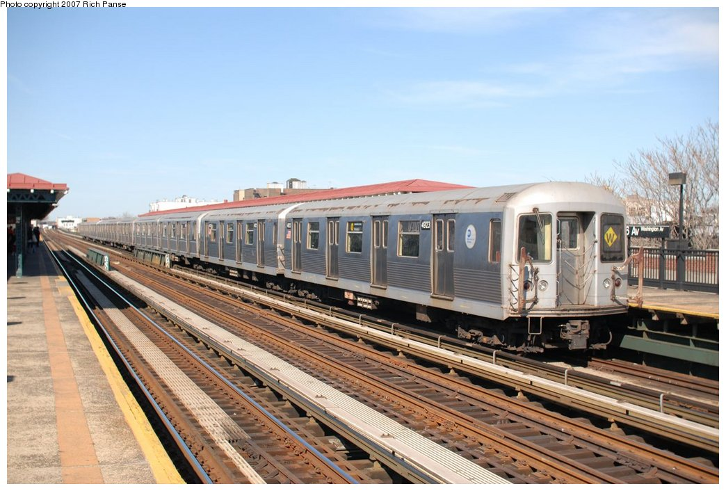 (188k, 1044x706)<br><b>Country:</b> United States<br><b>City:</b> New York<br><b>System:</b> New York City Transit<br><b>Line:</b> BMT Astoria Line<br><b>Location:</b> 36th/Washington Aves. <br><b>Route:</b> W<br><b>Car:</b> R-42 (St. Louis, 1969-1970)  4923 <br><b>Photo by:</b> Richard Panse<br><b>Date:</b> 4/20/2007<br><b>Viewed (this week/total):</b> 4 / 2106