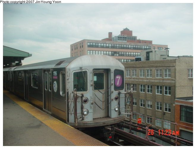 (61k, 660x500)<br><b>Country:</b> United States<br><b>City:</b> New York<br><b>System:</b> New York City Transit<br><b>Line:</b> IRT Flushing Line<br><b>Location:</b> Queensborough Plaza <br><b>Route:</b> 7<br><b>Car:</b> R-62A (Bombardier, 1984-1987)  1755 <br><b>Photo by:</b> Jin-Young Yoon<br><b>Date:</b> 4/28/2007<br><b>Viewed (this week/total):</b> 0 / 1610
