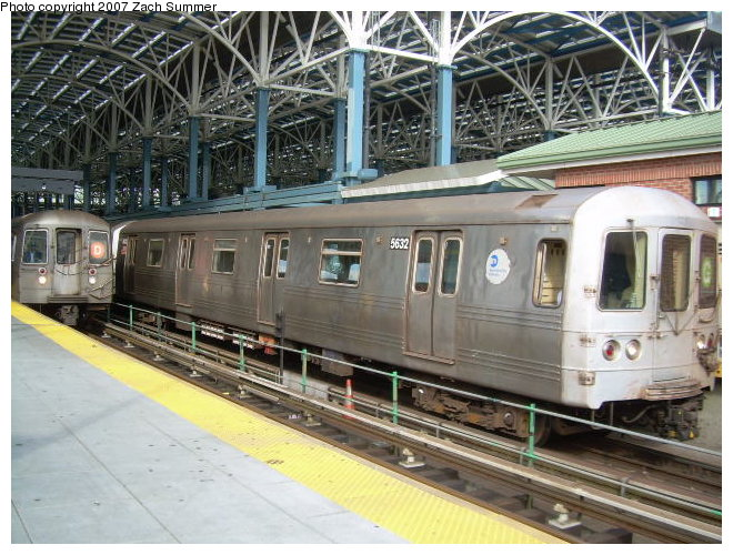(141k, 660x500)<br><b>Country:</b> United States<br><b>City:</b> New York<br><b>System:</b> New York City Transit<br><b>Location:</b> Coney Island/Stillwell Avenue<br><b>Route:</b> G<br><b>Car:</b> R-46 (Pullman-Standard, 1974-75) 5682 <br><b>Photo by:</b> Zach Summer<br><b>Date:</b> 10/29/2006<br><b>Viewed (this week/total):</b> 0 / 2181