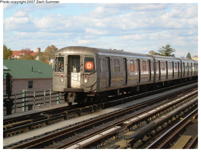 (122k, 660x500)<br><b>Country:</b> United States<br><b>City:</b> New York<br><b>System:</b> New York City Transit<br><b>Line:</b> BMT West End Line<br><b>Location:</b> 79th Street <br><b>Route:</b> D<br><b>Car:</b> R-68 (Westinghouse-Amrail, 1986-1988)   <br><b>Photo by:</b> Zach Summer<br><b>Date:</b> 10/29/2006<br><b>Viewed (this week/total):</b> 0 / 1558
