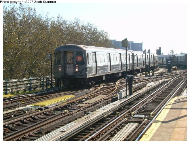 (149k, 660x500)<br><b>Country:</b> United States<br><b>City:</b> New York<br><b>System:</b> New York City Transit<br><b>Line:</b> BMT West End Line<br><b>Location:</b> Bay 50th Street <br><b>Route:</b> D<br><b>Car:</b> R-68/R-68A Series (Number Unknown)  <br><b>Photo by:</b> Zach Summer<br><b>Date:</b> 11/4/2006<br><b>Viewed (this week/total):</b> 2 / 1168
