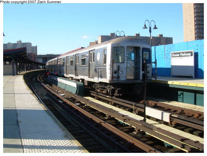 (125k, 660x500)<br><b>Country:</b> United States<br><b>City:</b> New York<br><b>System:</b> New York City Transit<br><b>Line:</b> BMT Brighton Line<br><b>Location:</b> Ocean Parkway <br><b>Route:</b> Q<br><b>Car:</b> R-40M (St. Louis, 1969)   <br><b>Photo by:</b> Zach Summer<br><b>Date:</b> 12/2/2006<br><b>Viewed (this week/total):</b> 0 / 1607