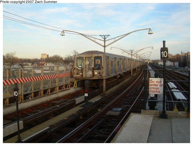 (115k, 660x500)<br><b>Country:</b> United States<br><b>City:</b> New York<br><b>System:</b> New York City Transit<br><b>Line:</b> BMT Brighton Line<br><b>Location:</b> Ocean Parkway <br><b>Route:</b> Q<br><b>Car:</b> R-40 (St. Louis, 1968)   <br><b>Photo by:</b> Zach Summer<br><b>Date:</b> 12/3/2006<br><b>Viewed (this week/total):</b> 1 / 1747