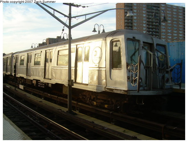 (113k, 660x500)<br><b>Country:</b> United States<br><b>City:</b> New York<br><b>System:</b> New York City Transit<br><b>Line:</b> BMT Brighton Line<br><b>Location:</b> Ocean Parkway <br><b>Route:</b> Q<br><b>Car:</b> R-40 (St. Louis, 1968)  4181 <br><b>Photo by:</b> Zach Summer<br><b>Date:</b> 12/3/2006<br><b>Viewed (this week/total):</b> 2 / 1772