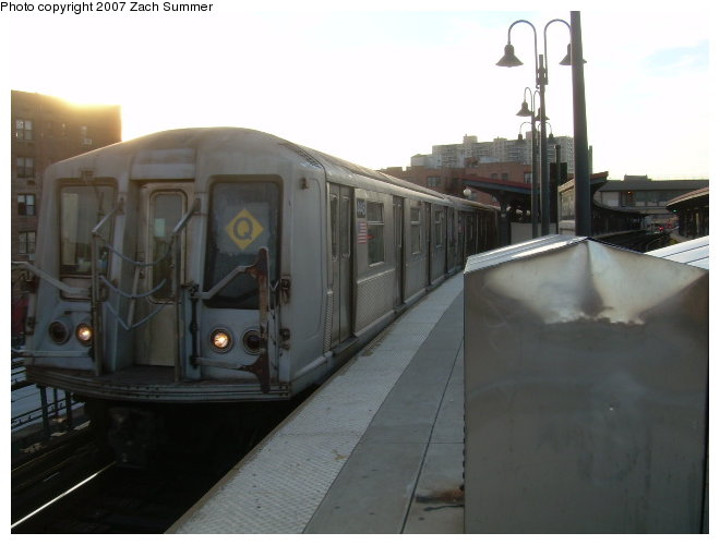 (87k, 660x500)<br><b>Country:</b> United States<br><b>City:</b> New York<br><b>System:</b> New York City Transit<br><b>Line:</b> BMT Brighton Line<br><b>Location:</b> Ocean Parkway <br><b>Route:</b> Q<br><b>Car:</b> R-40 (St. Louis, 1968)  4415 <br><b>Photo by:</b> Zach Summer<br><b>Date:</b> 12/3/2006<br><b>Viewed (this week/total):</b> 2 / 1826