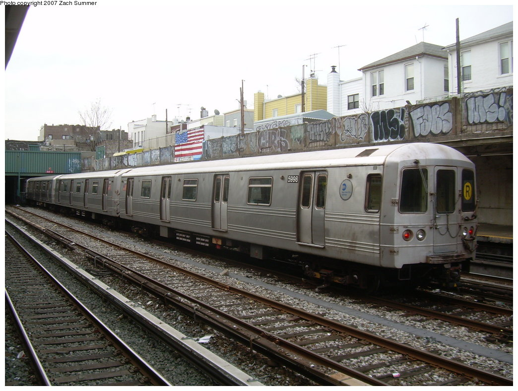 (228k, 1044x788)<br><b>Country:</b> United States<br><b>City:</b> New York<br><b>System:</b> New York City Transit<br><b>Line:</b> BMT Sea Beach Line<br><b>Location:</b> Avenue U <br><b>Route:</b> R<br><b>Car:</b> R-46 (Pullman-Standard, 1974-75) 5998 <br><b>Photo by:</b> Zach Summer<br><b>Date:</b> 1/11/2007<br><b>Viewed (this week/total):</b> 9 / 2370