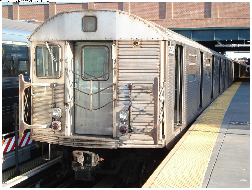 (195k, 1044x788)<br><b>Country:</b> United States<br><b>City:</b> New York<br><b>System:</b> New York City Transit<br><b>Location:</b> Coney Island/Stillwell Avenue<br><b>Route:</b> F<br><b>Car:</b> R-32 (Budd, 1964)  3752 <br><b>Photo by:</b> Michael Hodurski<br><b>Date:</b> 4/21/2007<br><b>Viewed (this week/total):</b> 0 / 1753
