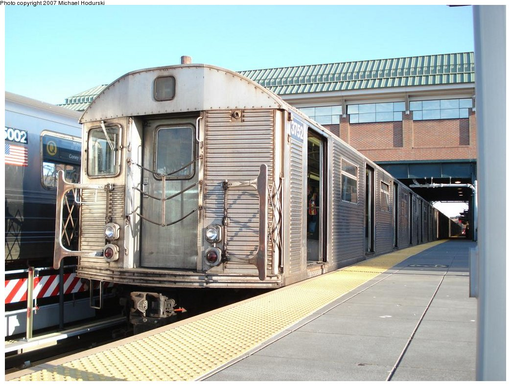 (198k, 1044x788)<br><b>Country:</b> United States<br><b>City:</b> New York<br><b>System:</b> New York City Transit<br><b>Location:</b> Coney Island/Stillwell Avenue<br><b>Route:</b> F<br><b>Car:</b> R-32 (Budd, 1964)  3752 <br><b>Photo by:</b> Michael Hodurski<br><b>Date:</b> 4/21/2007<br><b>Viewed (this week/total):</b> 1 / 1629